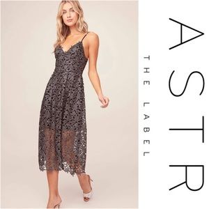 ASTR The Lable Lace midi dress - Metallic Silver